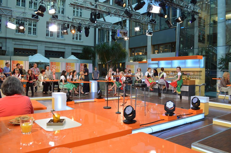 The audience of ZDF's morning talk show, MoMa Cafe.